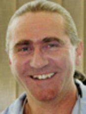 Dr. Cristian Pilihaci - Mundchirurg - Kreativ Dental