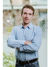 Herr Gareth Matthews - Internationaler Patientenkoordinator - Save on Dental Care - Budapest