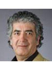 Dr Masoud MeMar - Dentist at Evidentis - Esztergom