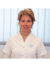 Dr Neszmélyi Edit - Dentist at Astrodent