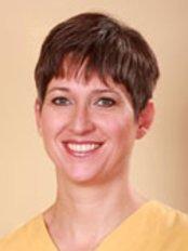 Dr. Gabriella  Borsos - Zahnärztin - Fedasz Dental