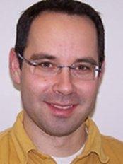 Dr Tamás Szabó Gyula - Dentist at Medi Centrum
