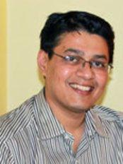 Dr Shyam Padmanabhan - Principal Dentist at Vignesh Dental Speciality Center