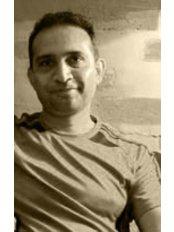 Dr Naveen Nanjappa - Dentist at Vignesh Dental Speciality Center