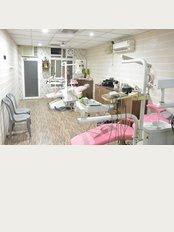 Dr. Dewan's Dental Clinic - ekta nagar tiraha near M.Khan hospital stadium road, bareilly, Uttar Pradesh, 243005,