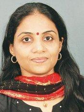 Dr SreejaPrasanthBSc., BDS - Principal Dentist at The Smile Centre.in