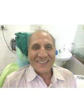 Full mouth dental implant  - Dental Tree Jalandhar (Dental Implants & Invisible Braces Specialty Centre)