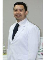 Mr William  Tanzil - Dentist at Hendra Hidayat Implant Center