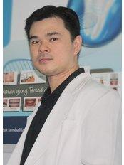 Mr Eduin Eduin - Dentist at Hendra Hidayat Implant Center