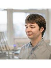 Dr Ernestas Balsiukas - Dentist at Arūno Tursos Odontologijos Namai