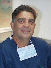 Clinica de Cosmetologia Dental Y Ortodoncia - Dr Alfredo Zuñiga