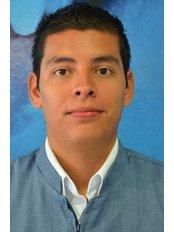 CARLOS DE LA ROSA - Dentist at Dental Evolution