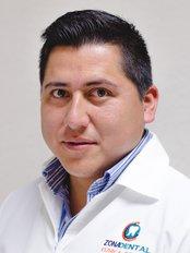 Dr Pablo Ixtla -  at Zona Dental - López Mateos