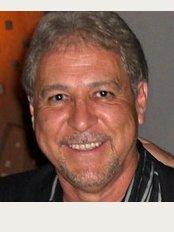 Dr. Adrian Leon Gomez - ., Industrial Leon, GTO 377340,
