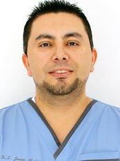 DDS Javier Muñiz - Oral Surgeon at Sani Dental Group Platinum