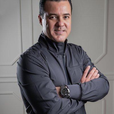 Dr Roberto Arce