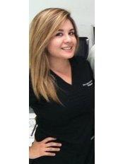 Dr Laura Perez - Dentist at Dentallianz