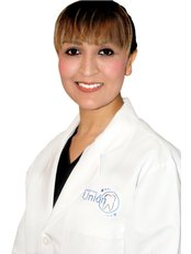 Dr. Monica Muñoz - Oral Surgeon at Clínica Dental Unión