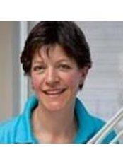 Dr Mirjam Neuteboom - Dentist at De Kliniek Voor Mondzorg – Eindhoven