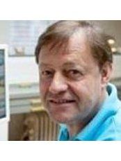 Dr Marcel Weijland - Dentist at De Kliniek Voor Mondzorg – Eindhoven