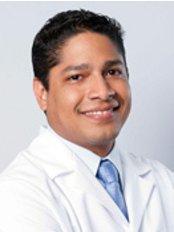Centro de Diseño Dental - Dr. Carlos Alemán (Prosthodontist)