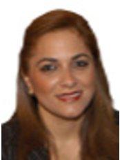 Dr Dra.Rossanade de -  at Clínica Dental Sofer