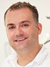Dr Tomasz Sypien - Dentist at Sypień Stomatologia
