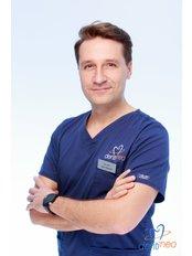 Dr Adam Bielawski - Dentist at Dentineo