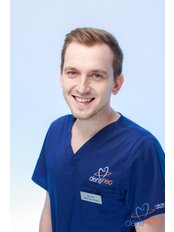 Dr. Jacek Januszewski - Zahnarzt - Dentineo