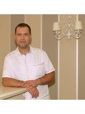 Dr. Adam Ziemlewski - Mundchirurg - Victoria Clinic