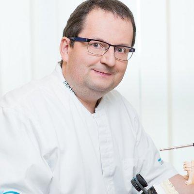 Dr Andrzej Gala