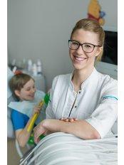 Mrs Daria  Brozyna - Dentist at Dentestetica