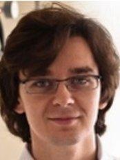 Dr Borys Tomikowski - Dentist at Implantom Tomikowscy