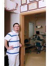 Maciej Marcinowski - Oral Surgeon at Dentista.pl Stomatologia