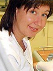 Dr Carolina Wesierska - Dentist at Specjalistyczny Gabinet Dentystyczny Unident