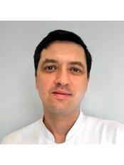 Dr. Wojciech Napiórkowski - Mundchirurg - Bellesa-Med