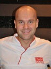 Dr. Bartlomiej Stepien - Mundchirurg - FabDent