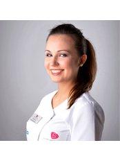 Dr. Justyna Zub - Kieferorthopädin - Silver Dental Clinic