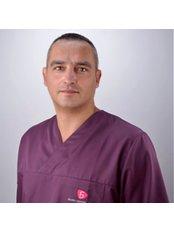 Dr. Pawel Cichosz - Chirurg - Silver Dental Clinic