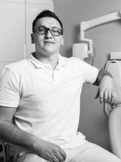 Dr. Lukasz Krupinski - Mundchirurg - ColibriDent