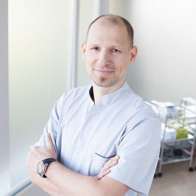 Dr. Lukasz Wojszwillo