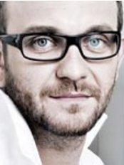 Dr. Wojciech Kolosowski - Zahnarzt - Unident Union Dental Spa