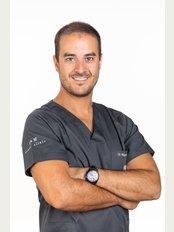 A&M Dental Clinic - Rua Camilo Castelo Branco, Edificio Poente da Aldeia, Loja 22, Albufeira, ALGARVE, 8200  276,