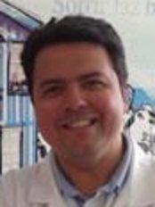 Dr José Vicente da Costa - Dentist at Sorrir Faz Bem