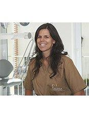 Dr Beatriz Batalha -  at Alinea Premium Oral Care
