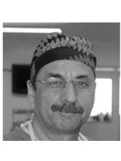 Dr José Manuel Esteves - Oral Surgeon at Clínicas ONE - Saldanha