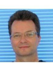 Dr Gustavo Brehn D`Avila - Dentist at Implante Dentário