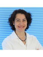 Dr Roberta Pinheiro Miranda Carvalho - Dentist at Implante Dentário