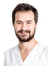 Dr. Fábio - Dentist at Vita Centro Implantologia Lisboa