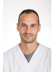 Dr. Roberto - Dentist at Vita Centro Implantologia Lisboa